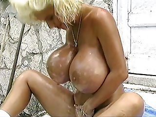 Sarenna Lee Big Tits Oil Fun