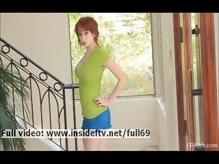 Zoey Amateur redhead posing and showing us her hot natural body