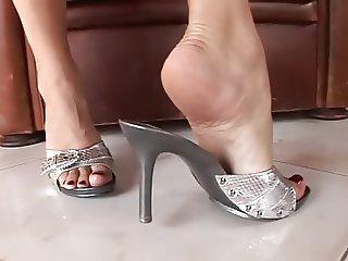 Feet i silver sandals mules heels Pies sexys en tacones