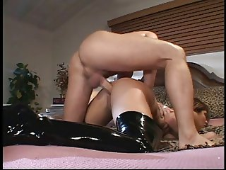 Chick in leather gets ass fucked
