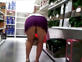 Shopping in a short skirt without panties again