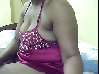 Sudanese Wife Showing webcam to BF6