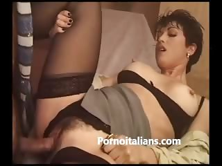 MILF ITALIANA TETTONA DAI CAPEZZOLI DURI E FIGA PELOSA SCOPATA DA STALLONE ITALIAN BUSTY PUSSY HAIR
