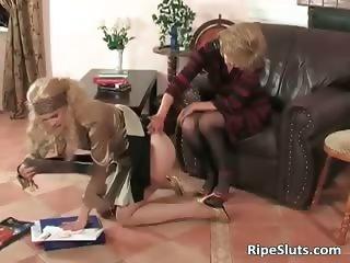Busty mature slut puts strap on dildo part2