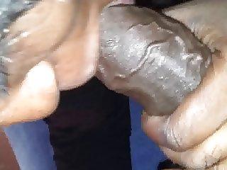 Petite cochonne qui suce
