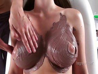 Masage a chica de enormes tetas naturales