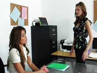 Kiera seduces her boss for a raise