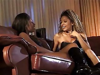 Hot latex threesome with lusty lesbians