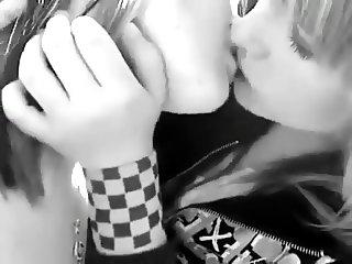 Kissing girls 26